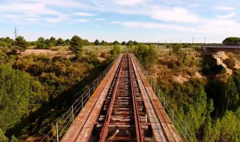 Vía de tren con Dron