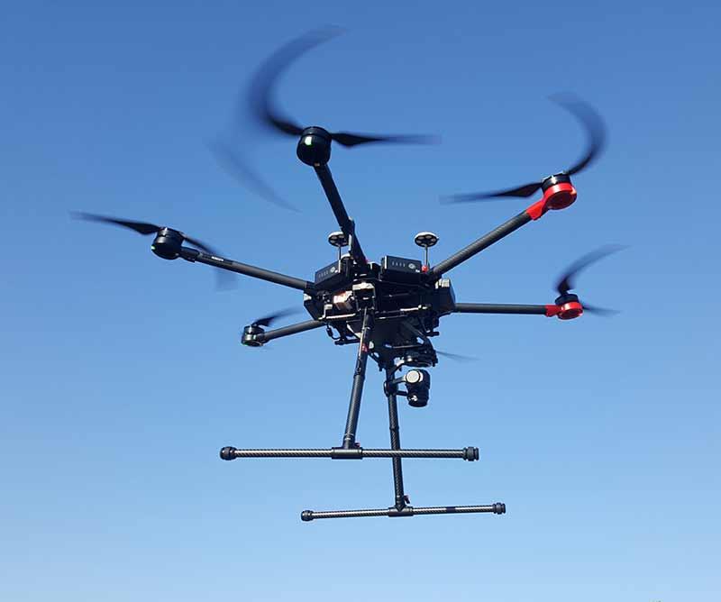 Drone Matrice 600 en pleno vuelo