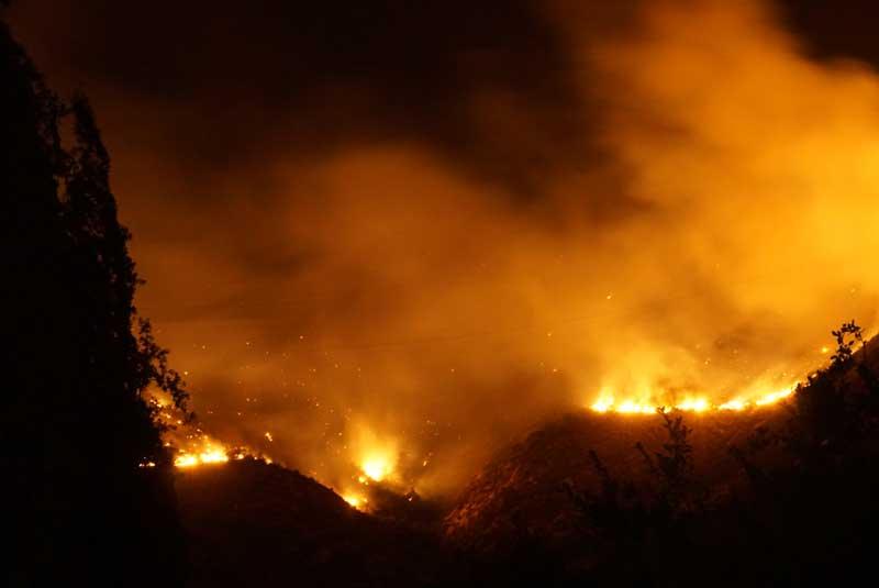 dron en incendio forestal